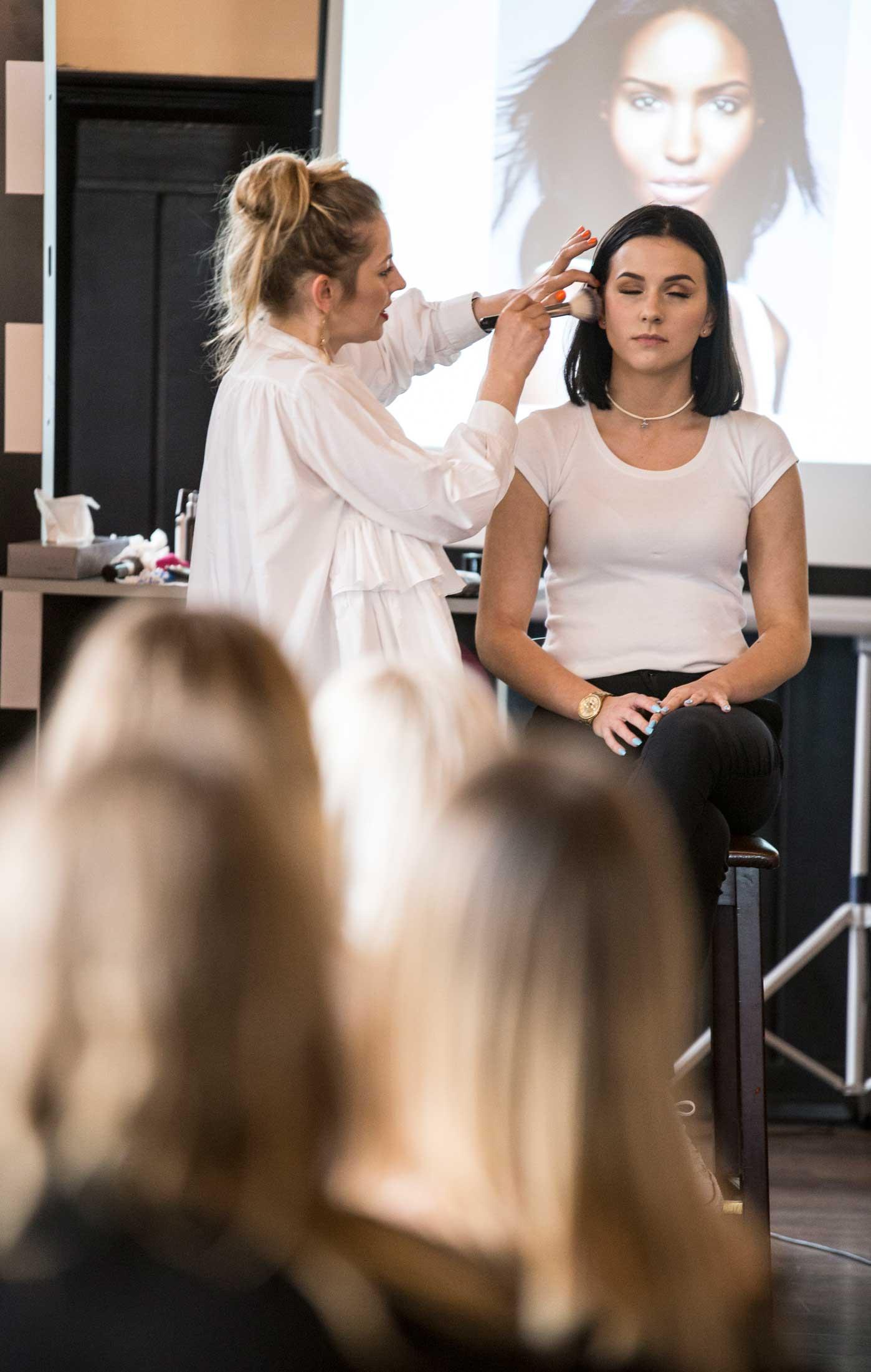 Pokaz szkolenie z makijażu dla amerykańskiej firmy Becca Cosmetics