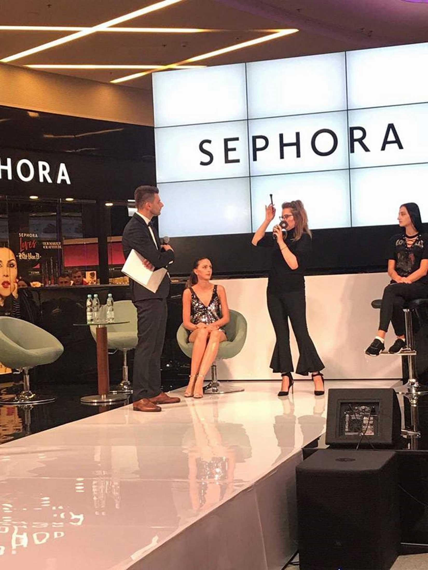Pokaż makijażu na scenie podczas dni centrum handlowego Milenium Hall w Rzeszowie dla Sephora Polska