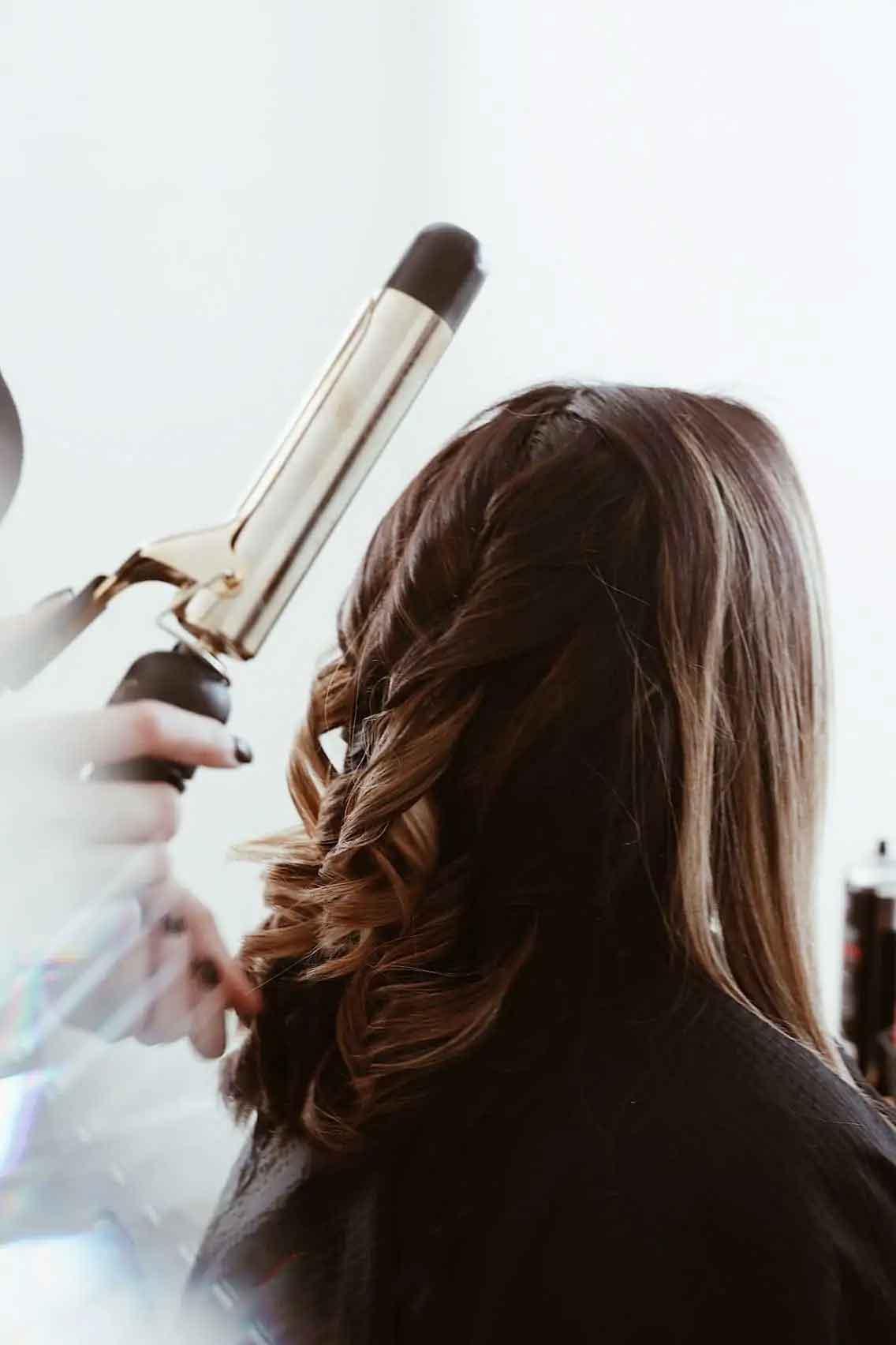fryzura piękne loki czesana przez stylistkę