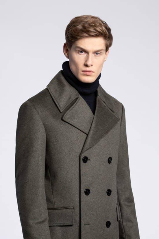 Sesja zdjęciowa, prezentacja męskiego płaszcza