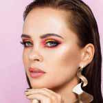 modelka Natalia w pięknym kolorowym makijażu wieczorowym