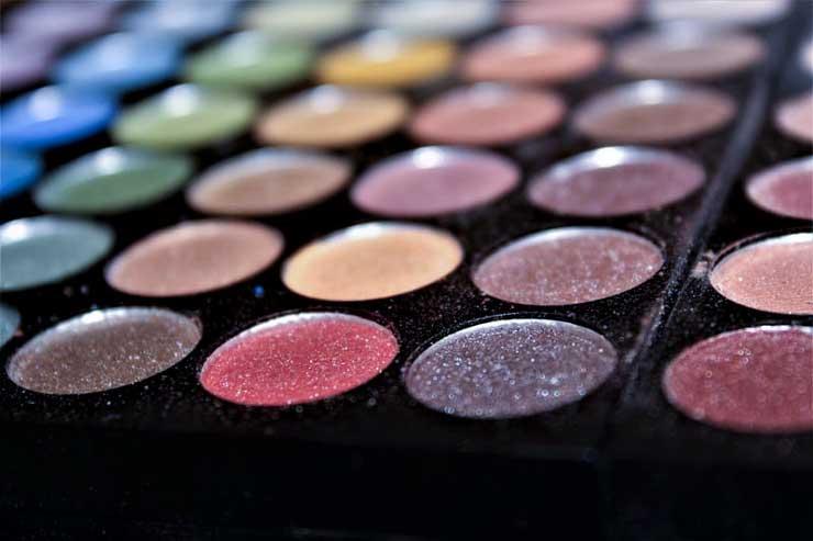paleta kolorów wykorzystana przez Katarzynę Zielińską do makijażu wieczorowego