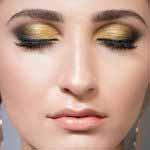 piękna modelka w złotym makijażu cut crease kraków