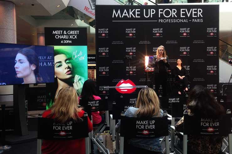 Pokaz makijażu Katarzyna Zielińska na scenie Make Up Forever w Londynie